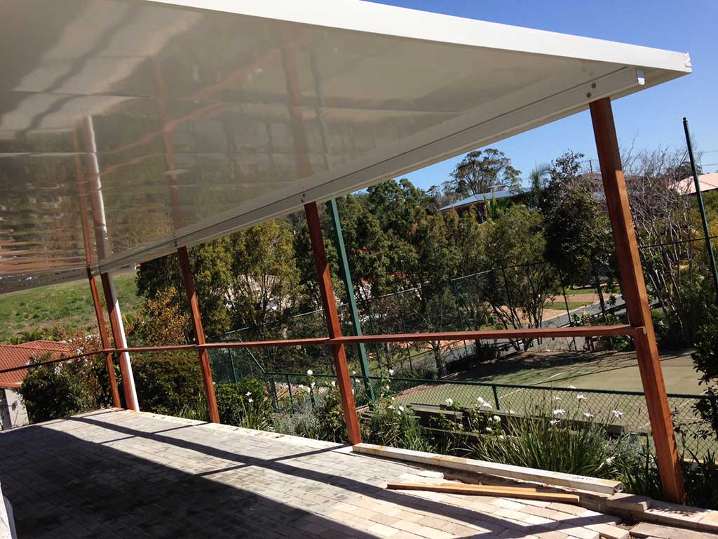 cooldeck patio and timber posts being installed in brisbane