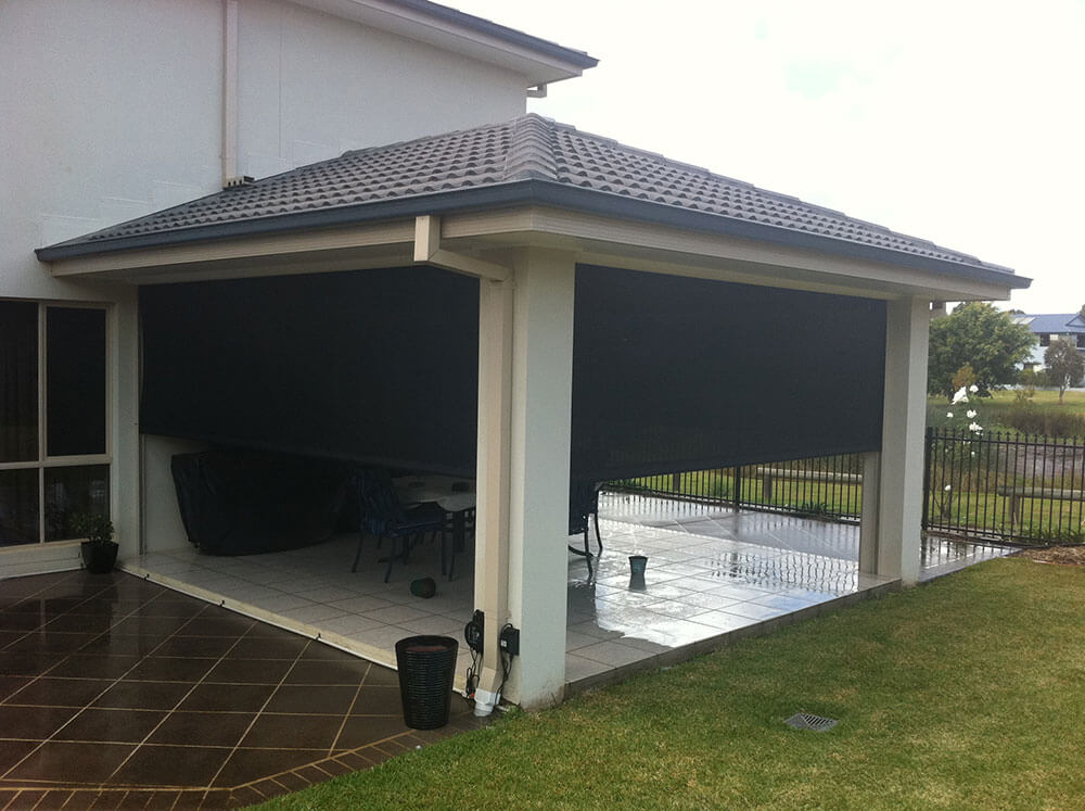 Outdoor Enclosed Roller Screen Patio